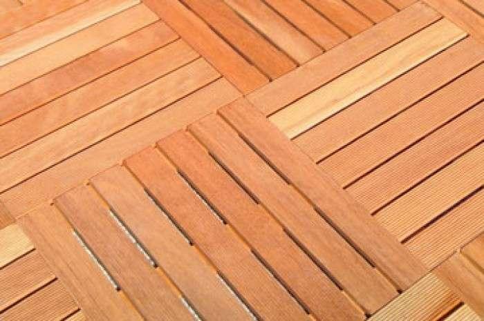 Pavimenti in legno per esterno il decking materiale eco for Piastrelle da esterno ikea