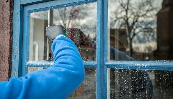Strumenti efficaci per delle pulizie dei vetri ottimali